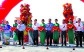 黨中央政治局委員、越南祖國陣線中央委員會主席陳清敏,後江省省委書記黎進洲及各廳、部門領導出席落成儀式。