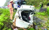 汽車與客車相撞致2人死亡
