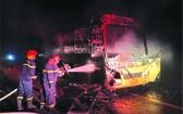 由於及早發現客車失火,司機和數十名乘客及時脫離客車,但該車及乘客的許多財產已被燒毀◆