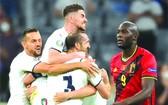 意大利球隊慶祝進球。