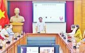 文體與旅遊部長阮文雄在會上發言。