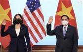 越南政府總理范明政接見美國副總統哈里斯。