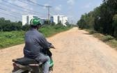 位於平政縣永祿B鄉的一個新居民區已經投入使用很長時間, 但通往該居民區的街道仍未獲投建完善。