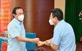 市委書記阮文年動員第七郡繼續做好防抗疫情工作。