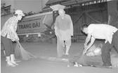 釋惟鎮法師參與街道衛生工作。