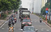 車隊向守德市前進。