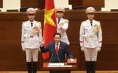 政府總理范明政宣誓就職。