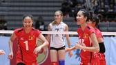 Hai tuyển thủ Dương Thị Hên (trái) và Nguyễn Thị Trinh cùng dự giải trẻ. Ảnh: THIÊN HOÀNG