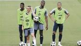 Bộ ba Griezmann-Mbappe-Dembele va Paul Pogba của tuyển Pháp.