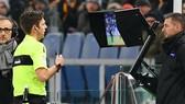 Công nghệ VAR không được UEFA thừa nhận là hiệu quả.