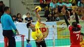 Sanest Khánh Hòa (trái) xác lập kỷ lục mới cho bóng chuyền nam Việt Nam. Ảnh: AVC