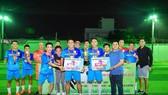 """FC Hồ câu Thủy Ngư của bầu Tuấn """"nhóc"""" vô địch giải Tân Xuân quận 9."""
