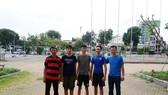 HLV Nguyễn Trọng Nghĩa (bìa phải) và 3 VĐV năng khiếu vừa được tuyển về ngày 28-6-2019.