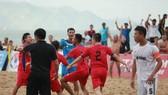 Niềm vui của các cầu thủ Khánh Hòa sau trận chung kết. Ảnh: Anh Trần