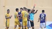 Trận thua đậm của CLB Hà Nội trên sân Thanh Hóa ở lượt đi. Ảnh: MINH HOÀNG