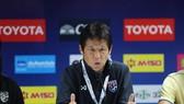 HLV Akira Nishino thất vọng về màn trình diễn của các tuyển thủ Thái Lan. Ảnh: DŨNG PHƯƠNG