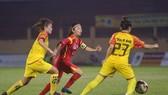 Huỳnh Như và các đồng đội sớm vô địch trước 1 vòng đấu. Ảnh: Anh Trần