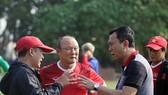 HLV Pak Hang-seo không thể cùng U22 Việt Nam vào TPHCM trong trận gặp UAE. Ảnh: Đoàn Nhật