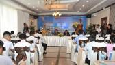 Toàn cảnh buổi họp bốc thăm cho VCK vào sáng 9-10. Ảnh: Nguyễn Nhân