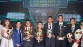 Các cầu thủ được vinh danh tại Gala trao giải Quả bóng vàng 2018. Ảnh: Hoàng Hùng