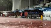 Sân Rizal Memorial chìm trong biển nước. Ảnh: KHƯƠNG DUY