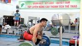 Lực sĩ Thạch Kim Tuấn tập luyện tại Nhà tập luyện Phú Thọ (TPHCM). Ảnh: NGUYỄN NHÂN