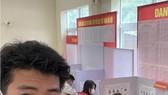VĐV tại Trung tâm HLTTQG Hà Nội tham gia bỏ phiếu bầu cử. Ảnh: THÁI HƯNG