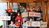 Đoàn thể thao người khuyết tật Việt Nam gặp gỡ kiều bào tại Nhật Bản. Ảnh: TC TDTT