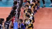 CLB bóng chuyền nữ Quảng Ninh (phải). Ảnh: DŨNG PHƯƠNG