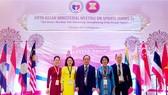 Thứ trưởng Bộ VH-TT-DL Lê Khánh Hải (giữa) cùng các đại biểu Việt Nam dự Hội nghị Bộ trưởng ASEAN về thể thao lần thứ 5-2019. Ảnh: