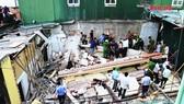 Nhà 2 tầng đang sửa thì đổ sập, một người bị thương nặng