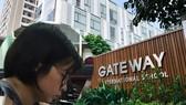 Vụ bé trai trường Gateway tử vong: Khởi tố cô giáo chủ nhiệm