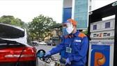 Giá xăng dầu tăng nóng, Bộ Công thương yêu cầu kiểm soát thị trường, chống đầu cơ tích trữ