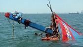 Ôm phao nhảy xuống biển vì bị bóc lột sức lao động