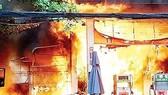 Dân hoang mang khi cửa hàng xăng dầu cháy