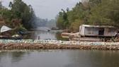 Đập ngăn mặn được xây dựng sau sự cố xói đáy bảng cống Trùm Thuật Nam