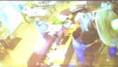 Cà Mau khởi tố vụ án người nhà hành hung bác sĩ