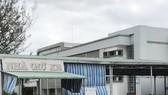 """Nhà thầu """"phong tỏa"""" nhà xe Bệnh viện sản nhi Cà Mau"""