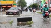 Quốc lộ 63, đoạn qua địa bàn TP Cà Mau bị xuống cấp nghiêm trọng sau khi bị ngập lụt