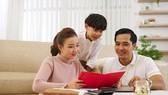 PGS.TS Thành Nam cho rằng các bậc cha mẹ cần giảm kỳ vọng, tăng kỳ công khi giáo dục con về đồng tiền
