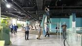 Hiện các công nhân đang nhanh chóng hoàn thành việc cải tạo bệnh viện dã chiến tại Thuận Kiều Plaza