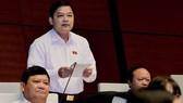 Phó Bí thư Tỉnh ủy Yên Bái Dương Văn Thống phát biểu tại buổi họp Quốc hội.