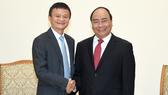 Thủ tướng Nguyễn Xuân Phúc tiếp ông Jack Ma Chủ tịch Tập đoàn thương mại điện tử Trung Quốc Alibaba. Ảnh: VGP
