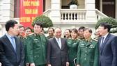 Thủ tướng thăm Báo Quân đội Nhân dân. Ảnh: VGP