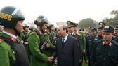 Thủ tướng Nguyễn Xuân Phúc thăm hỏi cán bộ, chiến sĩ cảnh sát cơ động