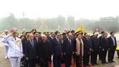 Đoàn lãnh đạo Đảng và Nhà nước vào Lăng viếng Chủ tịch Hồ Chí Minh
