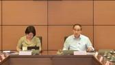 Tổ TPHCM thảo luận chiều 8-6. Ảnh: QUANG PHÚC