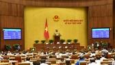Quốc hội biểu quyết thông qua các luật sửa đổi, bổ sung sáng 17-6. Ảnh: QUANG PHÚC