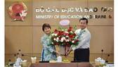 Thứ trưởng Bộ GD-ĐT Nguyễn Văn Phúc trao quyết định bổ nhiệm Vụ trưởng Vụ GDĐH cho PGS-TS Nguyễn Thu Thủy