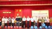 Đồng chí Trần Thanh Mẫn tặng quà tết cho bà con  hộ nghèo và gia đình chính sách